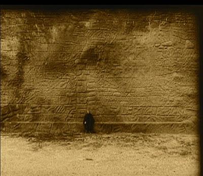 Mude tod Wall.jpg