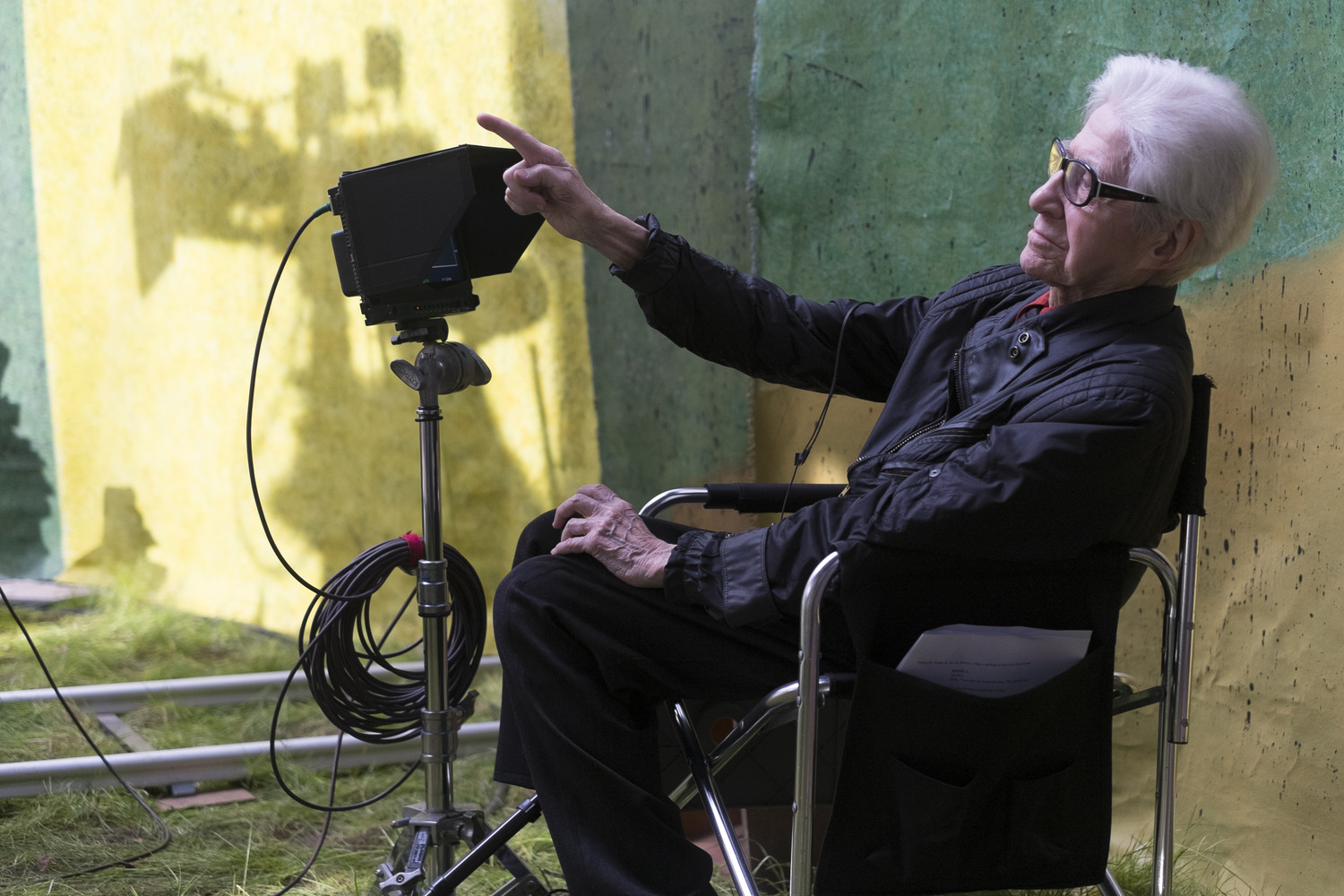resnais on the set.jpg